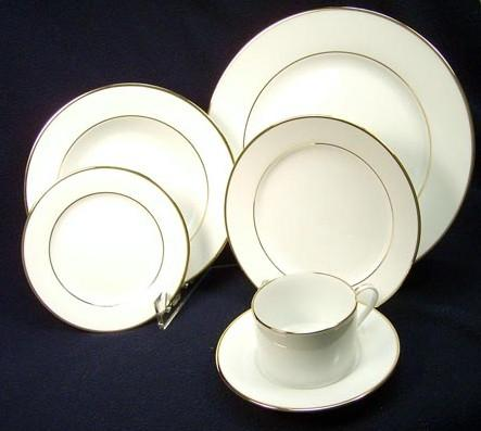 Ivory w/ Gold Trim 10inch Dinner Plate